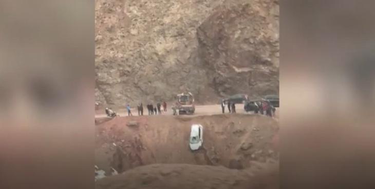 حادثة سير خطيرة إثر سقوط سيارة من منحدر جبلي ضواحي مراكش