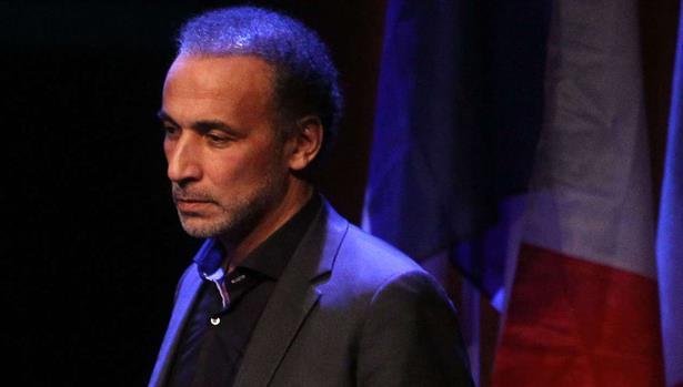 نقل طارق رمضان المعتقل على خلفية اتهامات بالاغتصاب إلى المستشفى