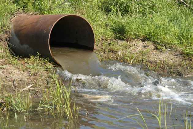 تسرب مياه الصرف الصحي بدوار نواحي مراكش ينذر بكارثة بيئية وحقوقيون يدخلون على الخط