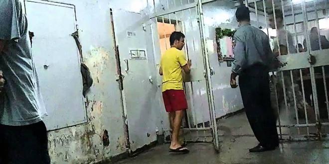 الشرطة القضائية تعتقل سيدة حاولت تهريب مخدرات إلى سجين تونسي