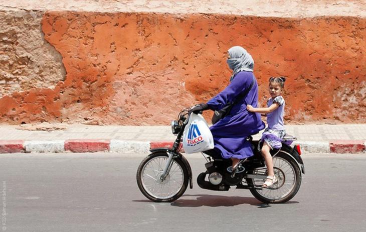 قيادة الدراجة توقع المرأة العربية في ورطة أخلاقية ومراكش تشكل الاستثناء