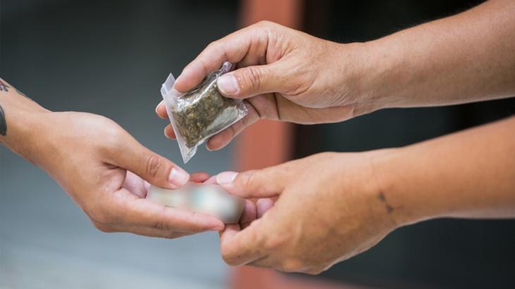 القضاء ينظر في قضية ثلاتيني متهم ببيع وترويج المخدرات بالسراغنة