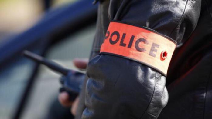 ضابط شرطة يخلع ملابسه أمام مفوضية الأمن ضواحي مراكش