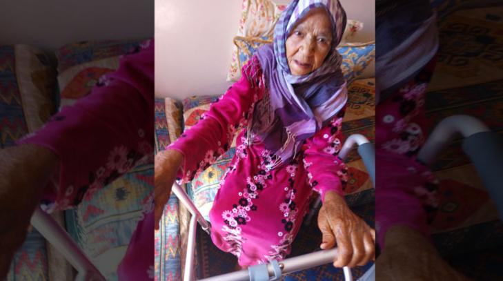 نداء للمحسنين: امرأة مسنة بمراكش في حاجة إلى كرسي متحرك