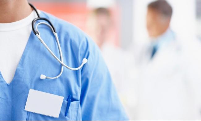"""طبيب نفساني """"مٌزّور""""  بمراكش يستنفر مصالح وزارة الصحة"""