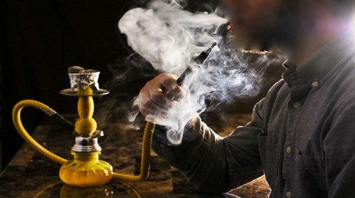 """حقوقيون يحذرون من ظهور بؤر وبائية بسبب مقاهي """"الشيشا"""""""