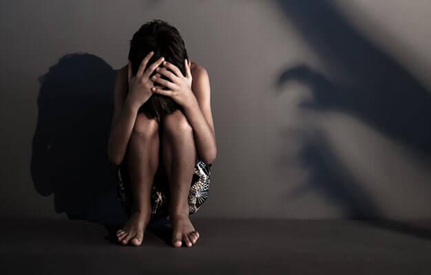 """""""وحوش آدمية"""" تتناوب على اغتصاب طفل لمدة ثلاث سنوات حرة طليقة بالعرائش"""