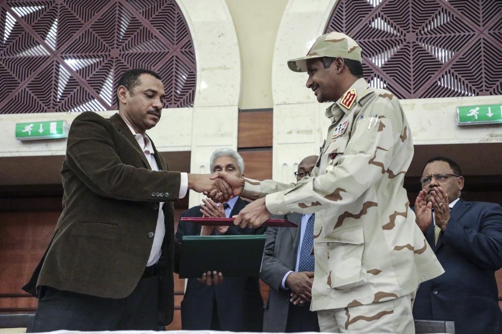 السودان يحتفل بالتوقيع على وثيقتي العهد الجديد