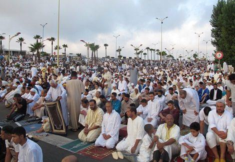 أجانب  يؤدون شهادة الإسلام بمصلى عيد الأضحى