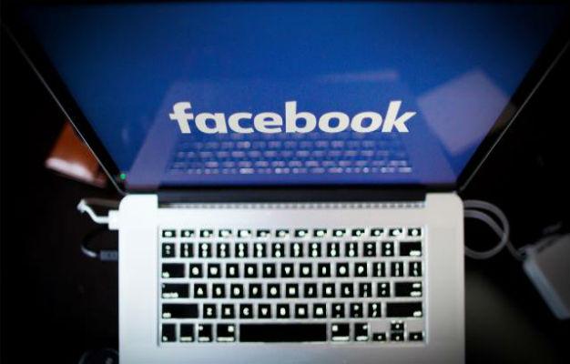 """""""فيسبوك"""" يوظف صحافيين لصناعة الإعلام"""