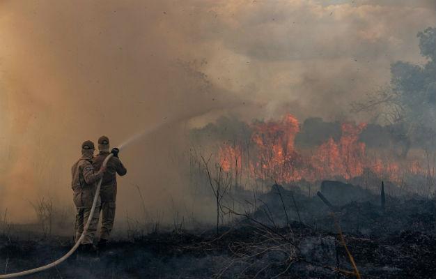 الرئيس البرازيلي يقلل من خطورة حرائق الأمازون ويهاجم الصحافة