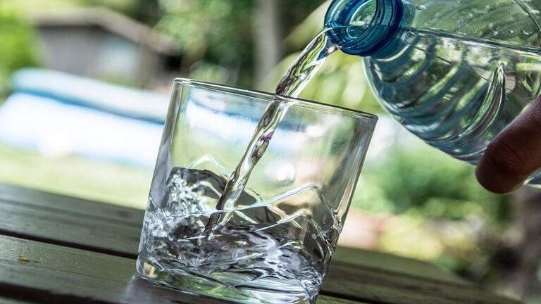 فوائد كثيرة غير معروفة لشرب الماء الدافئ