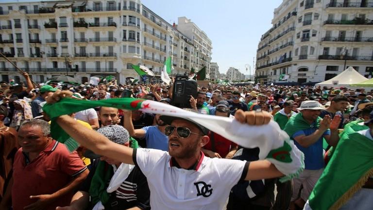 """الجزائر: مظاهرات الأسبوع الـ 26 ترفض """"لجنة الحوار"""""""