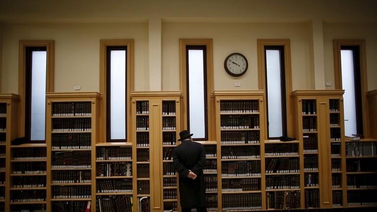 العشرات من ضحايا الاعتداءات الجنسية يقاضون مدرسة يهودية بنيويورك