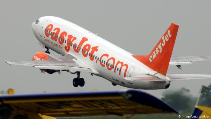 غاب قائد الطائرة فقادها مسافر بعد طلب من زوجته