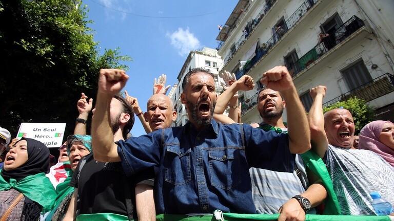 رغم تحذيرات وتدخل الجيش ..الجزائريون يتظاهرون للأسبوع الـ 32