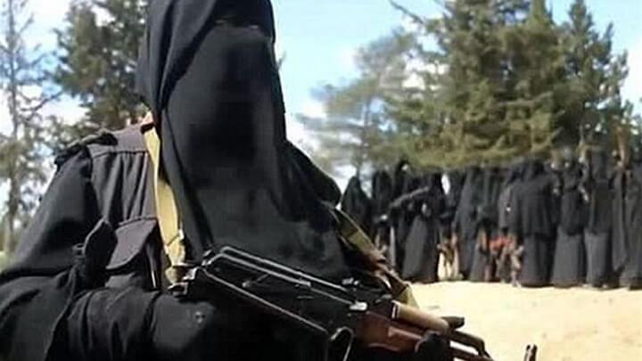بالفيديو: خطأ بسيط يوقع بأشهر إمرأة داعشية