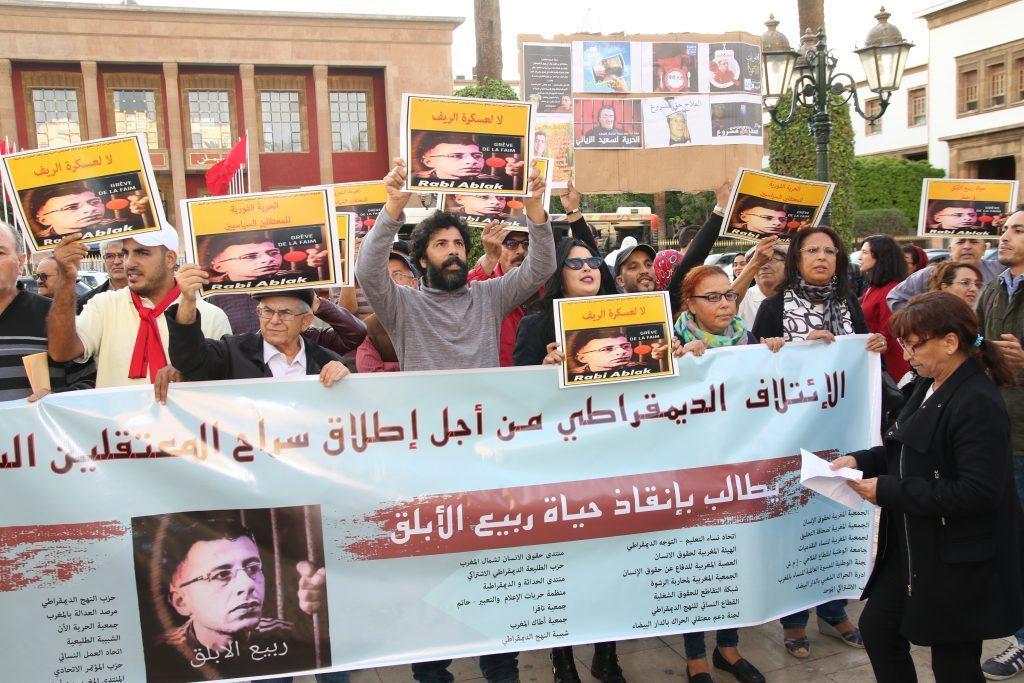 ربيع الأبلق يرفع إضرابه عن الطعام