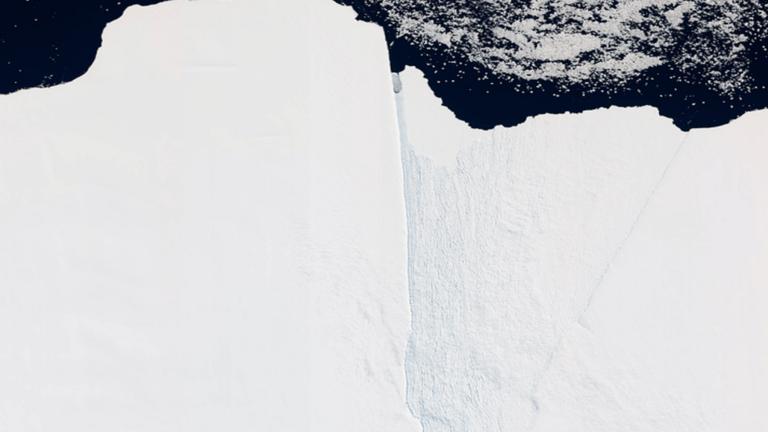 جبل جليدي عملاق ينفصل عن القارة القطبية الجنوبية