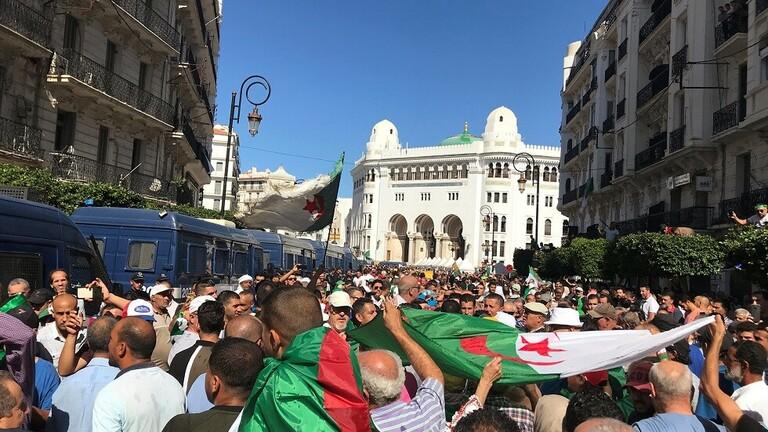 شعارات جديدة في احتجاجات الجمعة الـ 34 بالجزائر