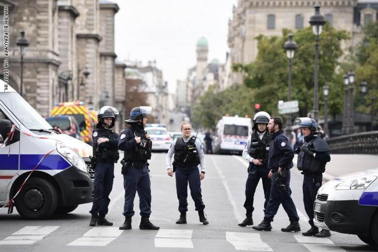 عاجل: ارتفاع حصيلة الهجوم على مقر الشرطة بقلب باريس