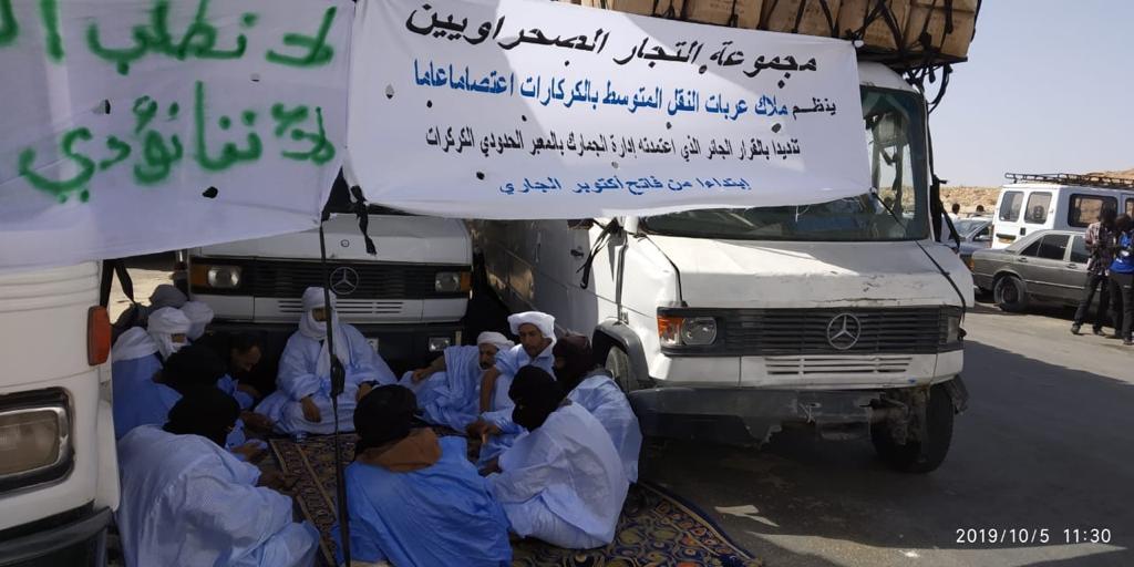 محتجون ينصبون خيما للإعتصام بالكركرات