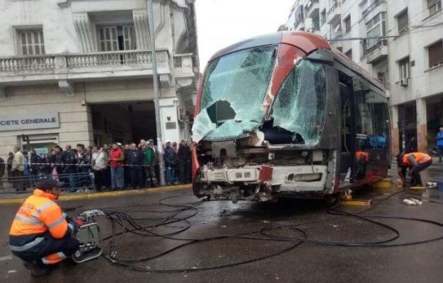 """الدار البيضاء..اصطدام """"الطرامواي"""" بشاحنة يربك حركة السير"""