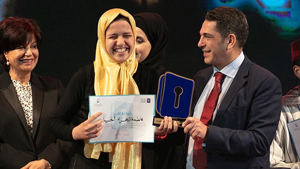 """تلميذة مغربية تصل المراحل الأخيرة ببرنامج """"تحدي القراءة العربي"""""""