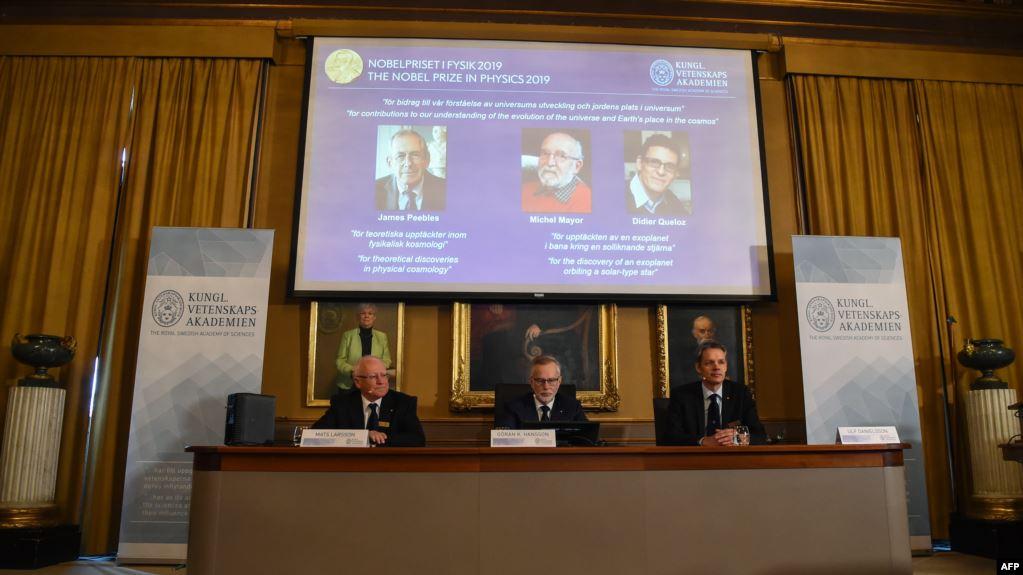 سويسريان وأمريكي يفوزون بجائزة نوبل في الفيزياء