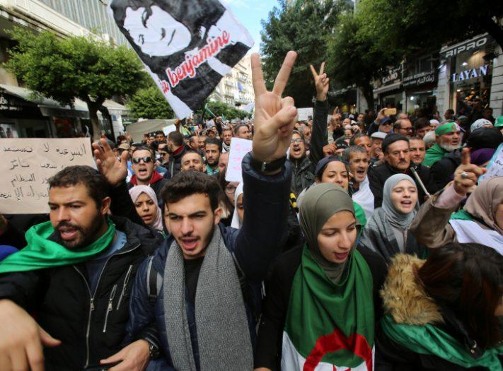 اعتقال عشرات الجزائريين بسبب التظاهر ضد انتخابات الرئاسة