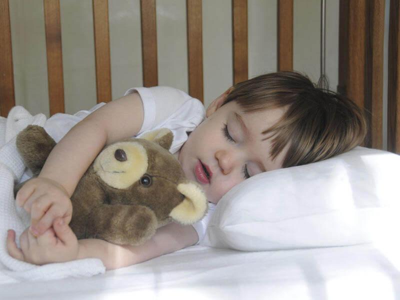 اتبعي هذه النصائح لتحسين نوم طفلك