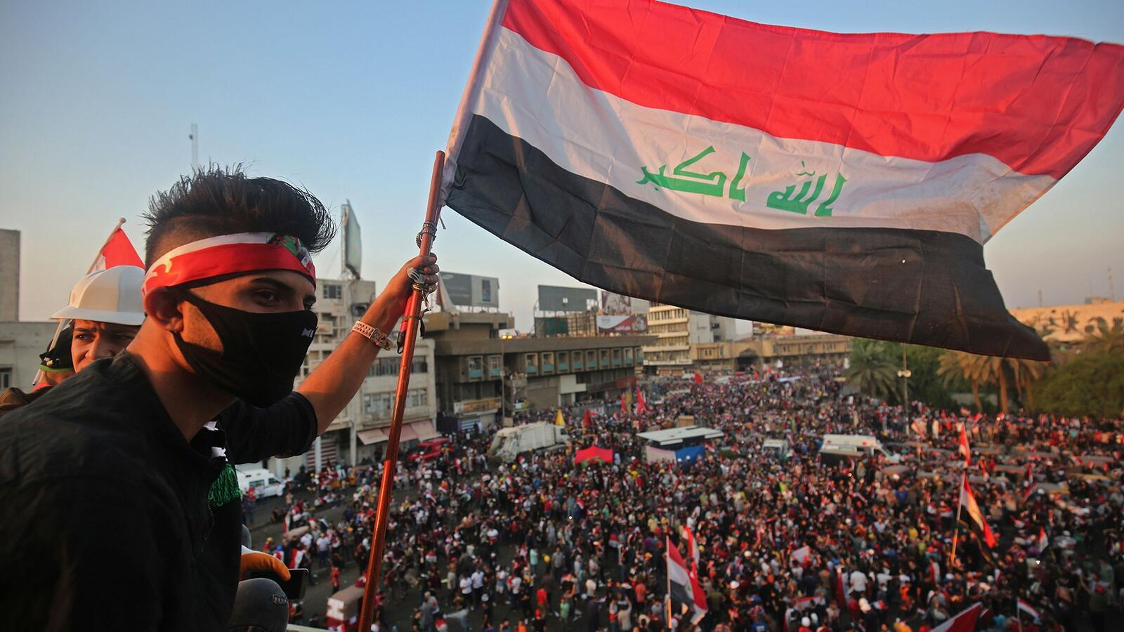 مئات الآلاف من العراقيين يتظاهرون لإسقاط الحكومة