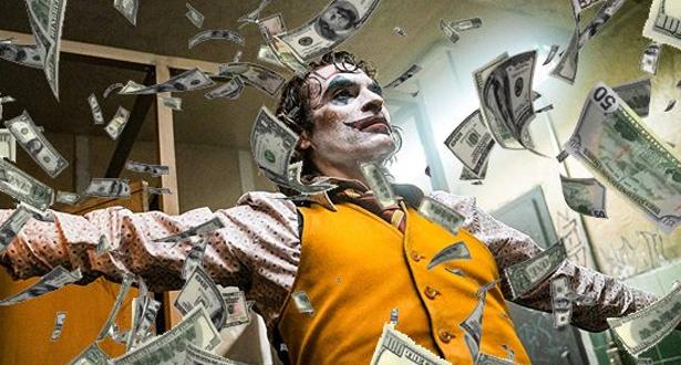 """فيلم """"الجوكر"""" يقترب من كسر حاجز المليار دولار في الإيرادات العالمية"""