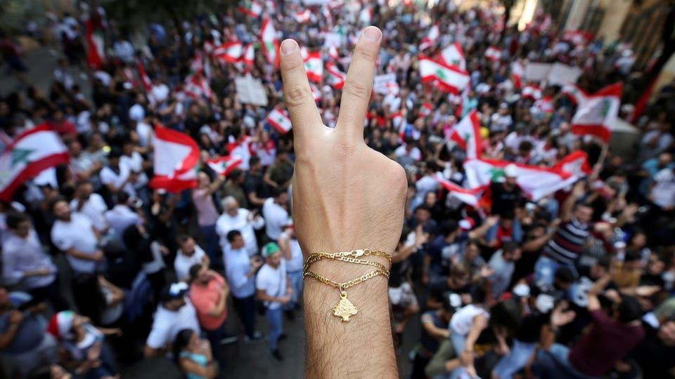 المحتجون اللبنانيون يحاصرون مقر البرلمان لمنع انعقاد جلسة تشريعية