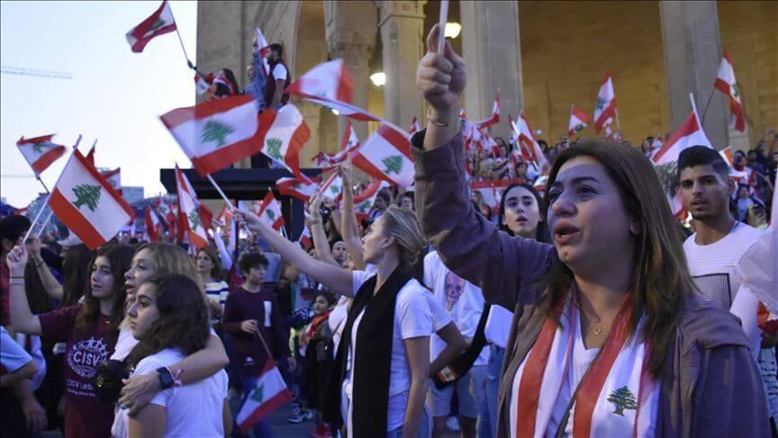 محتجو لبنان يتجهون لتعطيل مؤسسات حكومية وتربوية