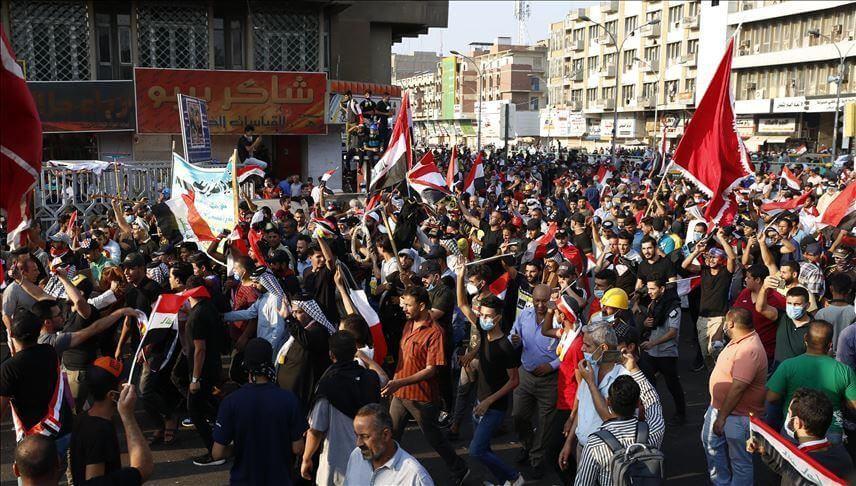 المظاهرات تدخل يومها ال13 في العراق والمحتجون يقطعون جسرا ببغداد