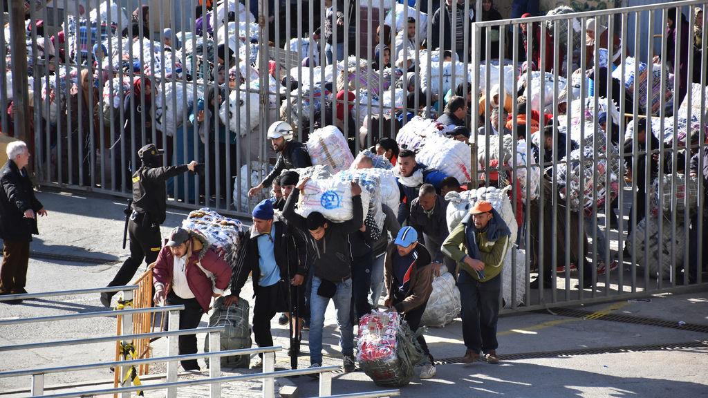 حقوقيون: قرار إعادة فتح معبر سبتة إصرار على إذلال كرامة المواطن