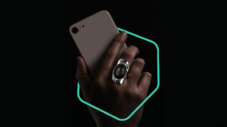 ابتكار خاتم مميز يمكن استخدامه لفتح قفل الهاتف