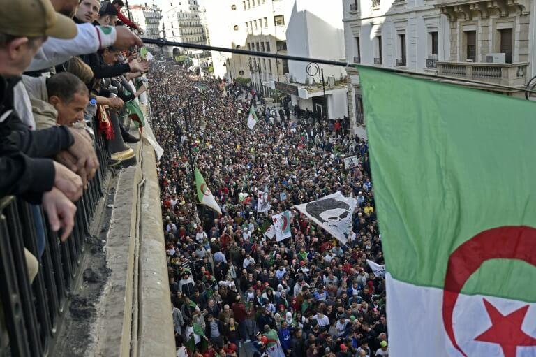 حشود ضخمة بالجزائر العاصمة في الجمعة الأخيرة قبيل الانتخابات الرئاسية