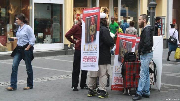 مسلمون يوزعون 10 آلاف نسخة من القرآن بالنرويج لمواجهة الكراهية