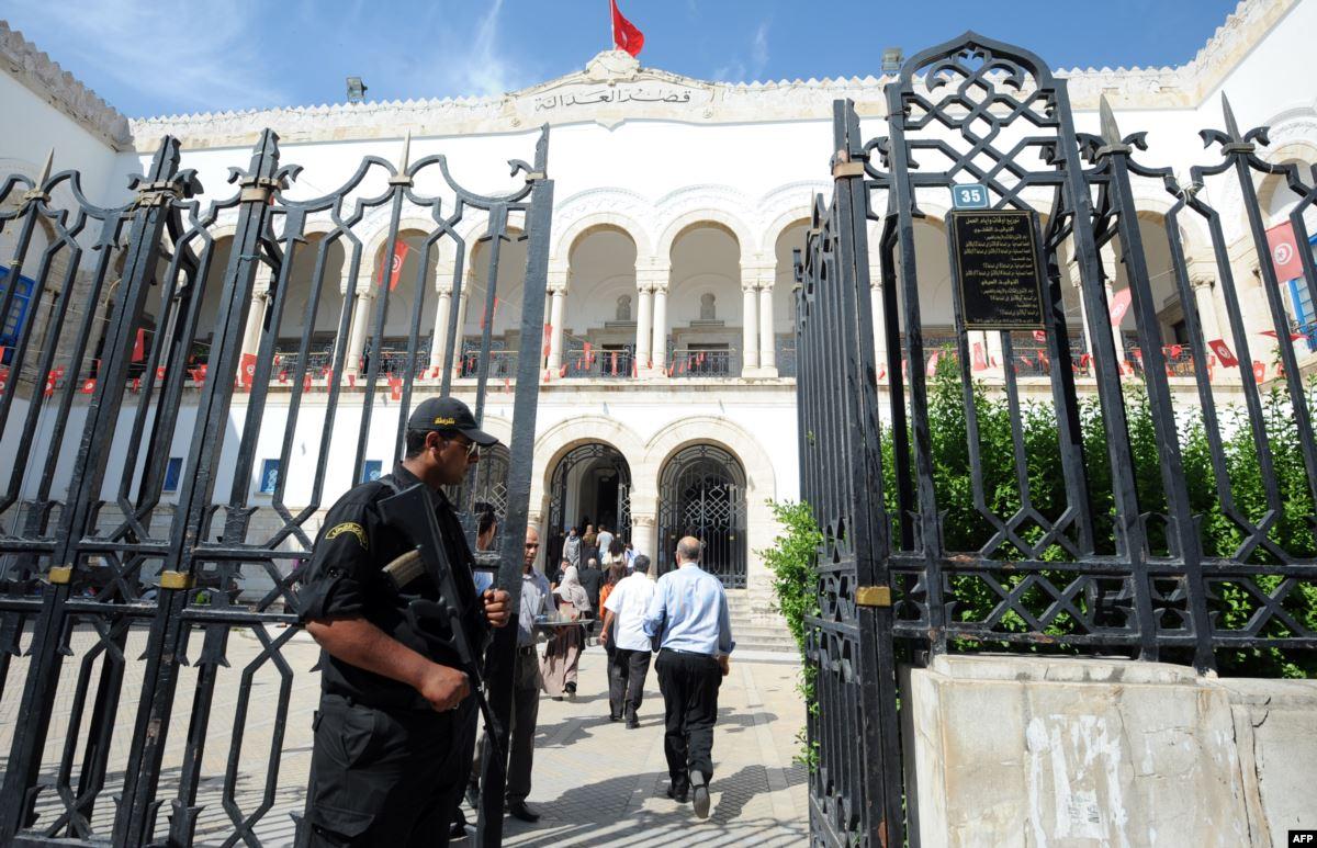 تونس.. أحكام بين الإعدام و10 سنوات في قضية تفجير حافلة للأمن الرئاسي