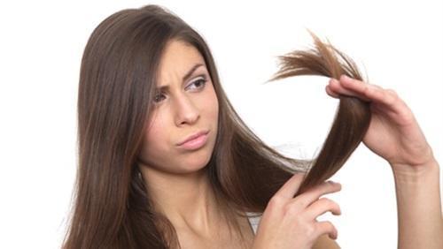 عالجي مشاكل أطراف الشعر التالفة بهذه الوصفات