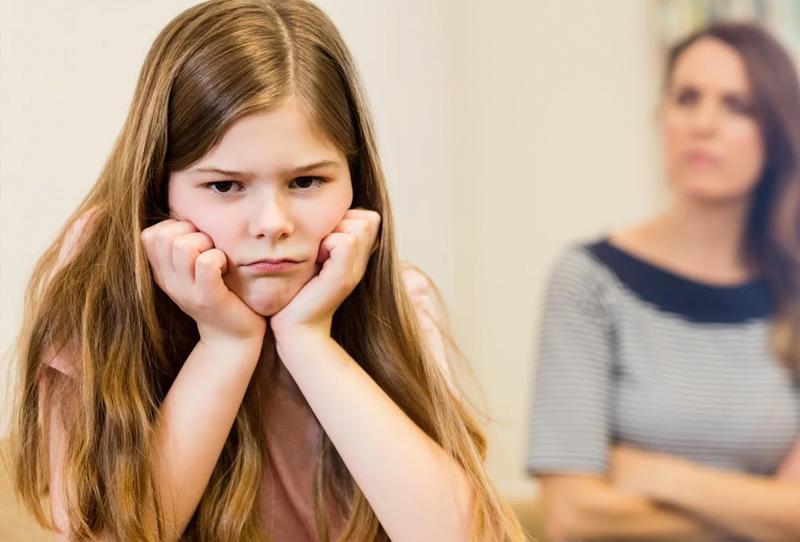 عالجي سلوك طفلك الخاطئ دون انتقاد