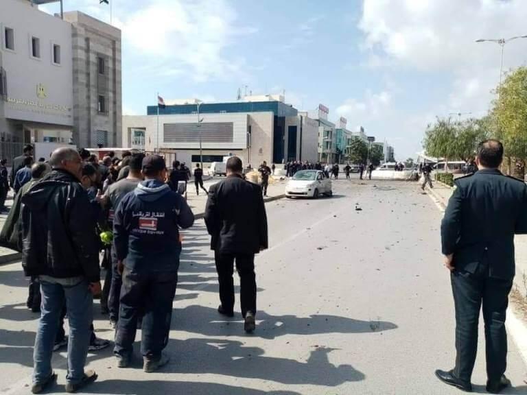 عاجل: مقتل أمني في التفجير الانتحاري قرب السفارة الأمريكية بالعاصمة تونس