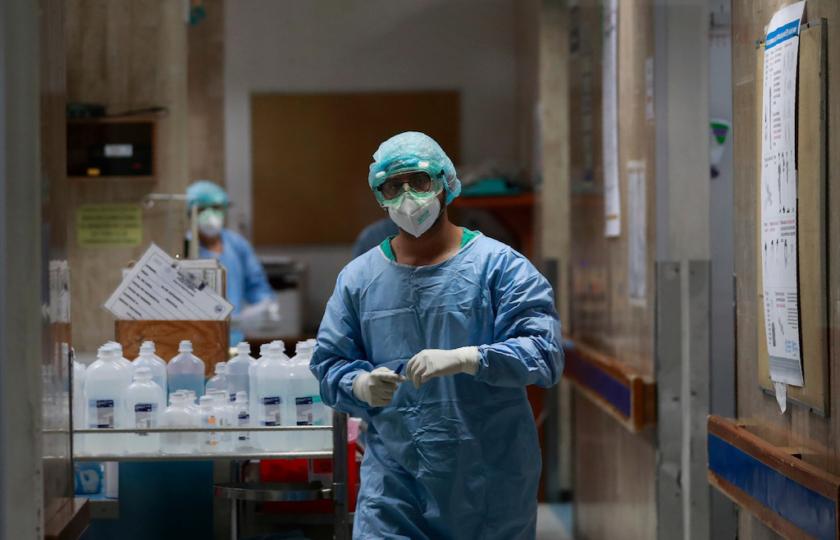 """الصحة العالمية تزفُ """"بيانات سارة"""" حول وتيرة تفشي كورونا"""