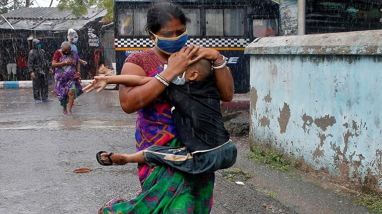 22 قتيلا ودمار هائل جراء إعصار ضرب بنغلادش والهند