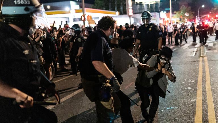 الشرطة الأمريكية تعتقل 1400 شخص منذ بدء الاحتجاجات على مقتل فلويد