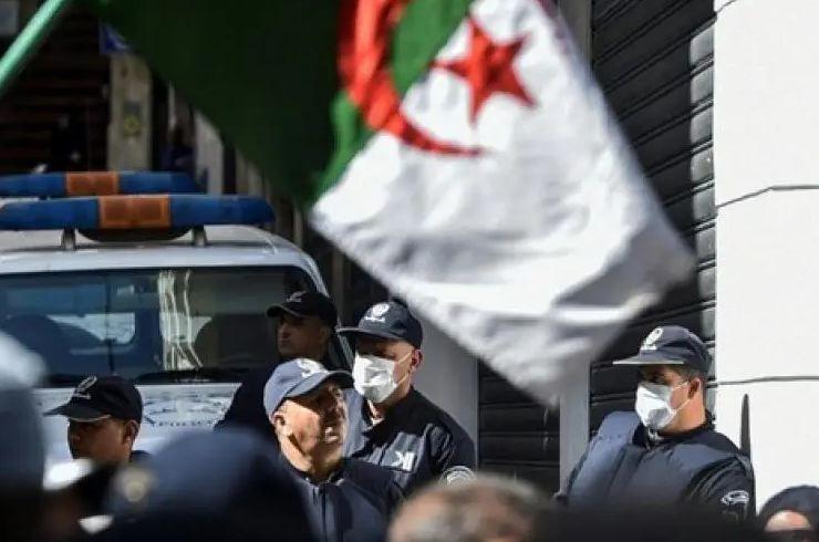 وفاة طفلة على يد راقي تثير الغضب في الجزائر