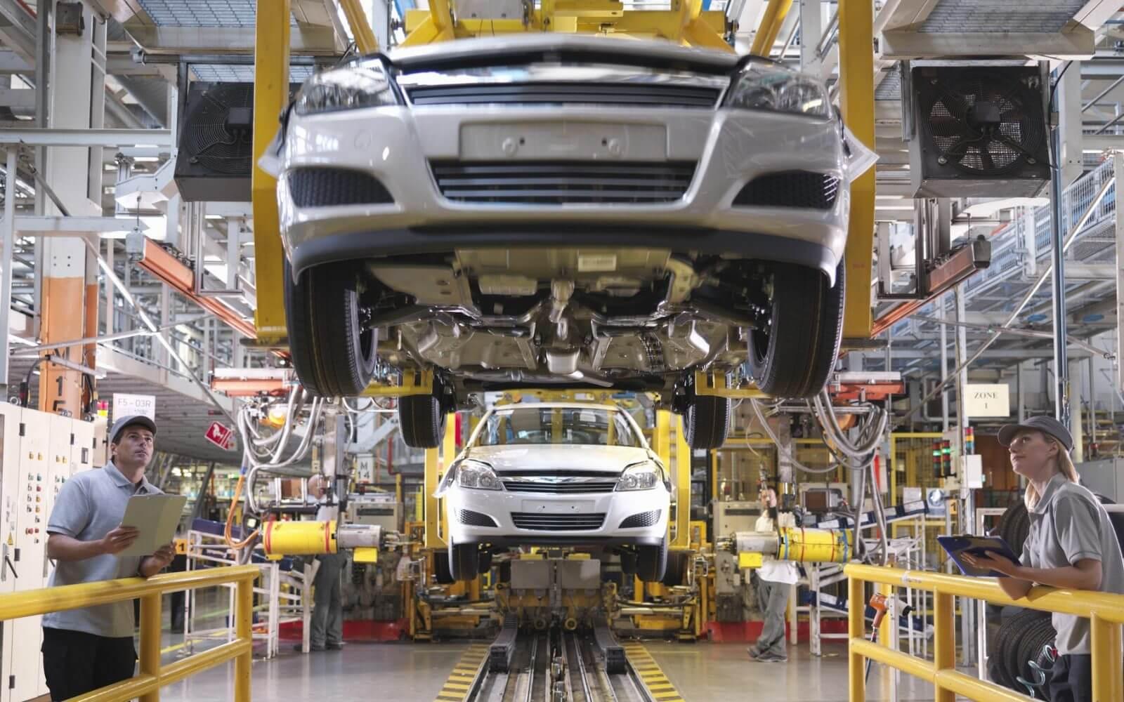 العلمي: المغرب يصنع 700 ألف سيارة في العام