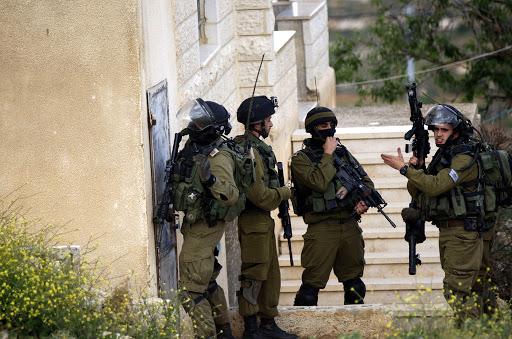 الاحتلال  يداهم مؤسسات ثقافية  في القدس ويعتقل 3 من مسؤوليها